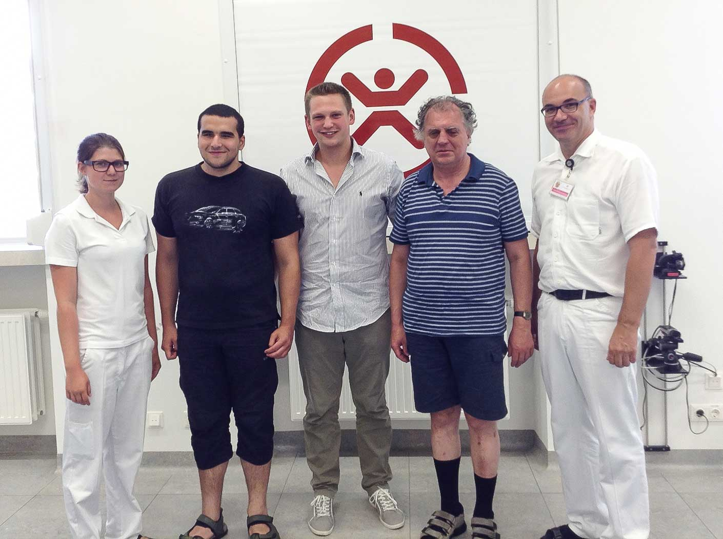 The picture shows, from the left:From the left: Assistant, Sami Demirel CEO Kevin Pajestka, Erich Schmid DI Dr. Andreas Kranz (Head of walking and gait analysis lab Speising)