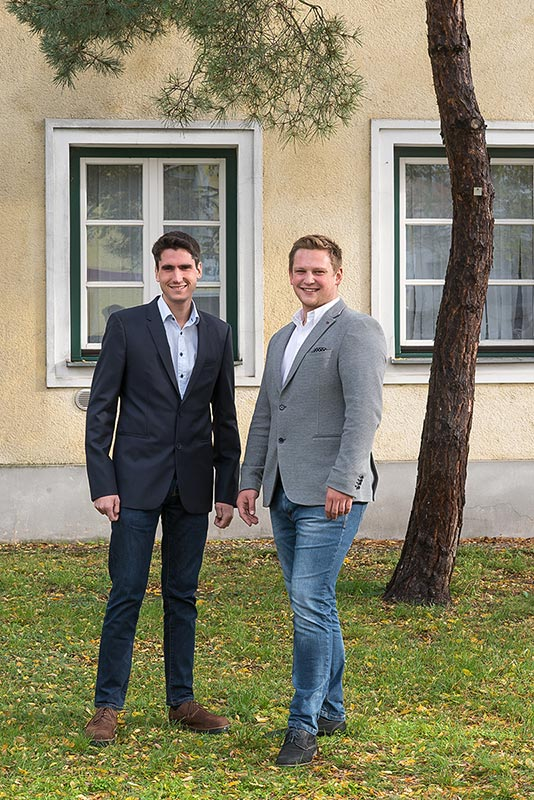 The picture shows the CEOs Markus Raffer and Kevin Pajestka.