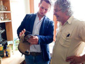 Am Bild zu sehen, CEO Kevin Pajestka Heinrich Staudinger / Geschäftsführer Waldviertler Schuhe (GEA)